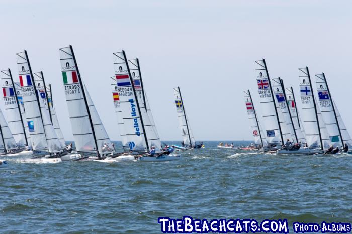 65 teams out of 24 countries participate in the first ever Nacra 17 Worlds. Foto Thom Touw