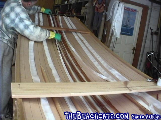 pic013-Applying glass tapes to the keel inside.