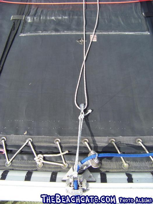 Raising the main at the mast